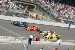 Bobby Wilson, Raphael Matos, Richard Antinucci & Jeff Simmons go four wide at the yard of bricks