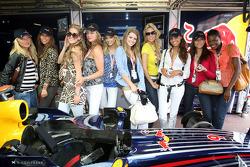 Formula Una's in the Red Bull Racing, garage