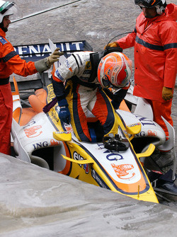 Nelson A. Piquet, Renault F1 Team goes out of the track at first corner