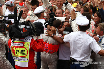 1st place Lewis Hamilton, McLaren Mercedes celebrates with his father and brother