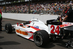 John Andretti's car is pushed to the grid