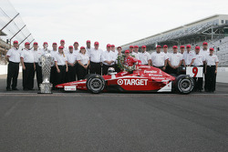 Firestone engineers with Scott Dixon