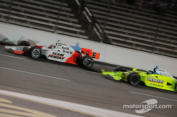 Ed Carpenter battling with Ryan Briscoe