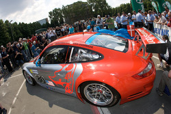 #80 Flying Lizard Motorsports Porsche 911 GT3 RSR at scrutineering