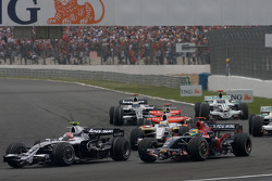 Start: Kazuki Nakajima, Williams F1 Team, and Sébastien Bourdais, Scuderia Toro Rosso