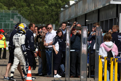 Nico Rosberg, WilliamsF1 Team is returned to the pits after stopping on circuit