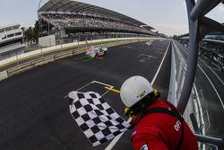 Rubén García Jr. Canel's Racing se lleva la bandera a cuadros