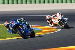 Maverick Viñales, Team Suzuki MotoGP; Yonny Hernandez, Pramac Racing Ducati