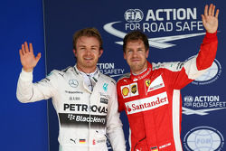 杆位尼科·罗斯伯格,梅赛德斯W06;排位第三名塞巴斯蒂安·维特尔,法拉利SF15-T
