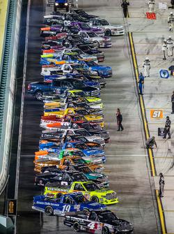 Erik Jones, Kyle Busch Motorsports leads the field to pace laps