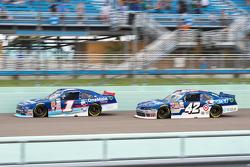 Elliott Sadler, Roush Fenway Racing Ford and Kyle Larson, Hscott Motorsports Chevrolet