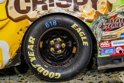 Victory lane: marks on the car of Kyle Busch, Joe Gibbs Racing Toyota