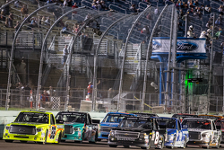 Restart: Matt Crafton, Thorsport Racing and John Hunter Nemechek, NEMCO Motorsports battle