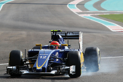 Felipe Nasr, Sauber C34 locks up under braking