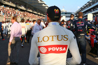 Formula 1 Photos - Pastor Maldonado, Lotus F1 Team on the grid