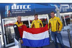 Jaap van Lagen, Lada Vesta WTCC, Lada Sport Rosneft, Nicky Catsburg, Lada Vesta WTCC, Lada Sport Rosneft en Tom Coronel, Chevrolet RML Cruze TC1, ROAL Motorsport