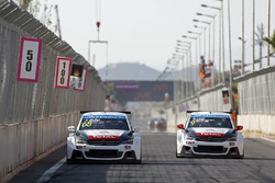 Yvan Muller, Citroën C-Elysee WTCC, Citroën World Touring Car team and Sébastien Loeb, Citroën C-Elysee WTCC, Citroën World Touring Car team