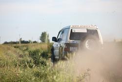 #19 Desert Fox Mitsubishi Pajero 2.8 TDI: Aurele Bachmann and Damien Blanke