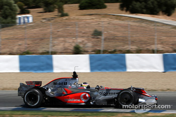 Pedro de la Rosa, Test Driver, McLaren Mercedes, MP4-23, with new nose wings