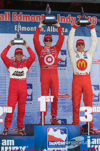 Podium: race winner Scott Dixon with Helio Castroneves and Justin Wilson