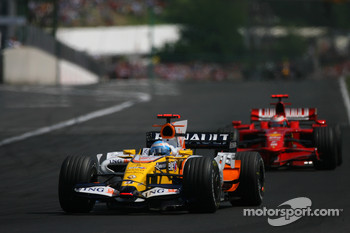 Fernando Alonso, Renault F1 Team, R28 and Kimi Raikkonen, Scuderia Ferrari, F2008