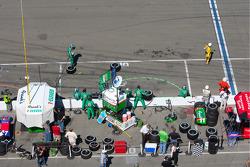 Tony Kanaan crew ready for pit stop