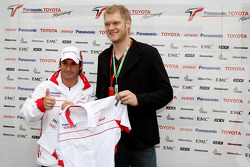 Pascal Hens and Johannes Bitter with Timo Glock, Toyota F1 Team