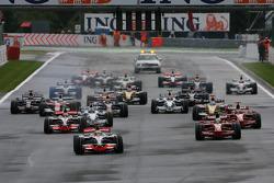 Start, Lewis Hamilton, McLaren Mercedes, MP4-23 leads Felipe Massa, Scuderia Ferrari, F2008