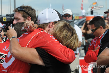 Scott Dixon hugs his mom before the race