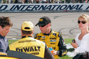 Matt Kenseth and Robbie Reiser debreif after a long hot race
