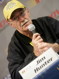 Jim Hunter and Steve O'Donnell discuss NASCAR substance abuse policy for the 2009 season