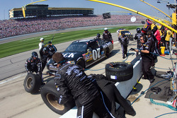Pit stop for Clint Bowyer