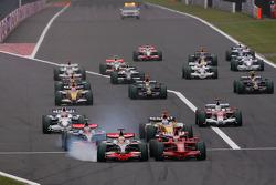 Start of the race, Lewis Hamilton, McLaren Mercedes, Kimi Raikkonen, Scuderia Ferrari battle for the lead