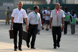 Martin Whitmarsh, McLaren, Chief Executive Officer, Ron Dennis, McLaren, Team Principal, Chairman