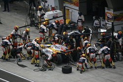 Fernando Alonso, Renault F1 Team, R28, pitstop