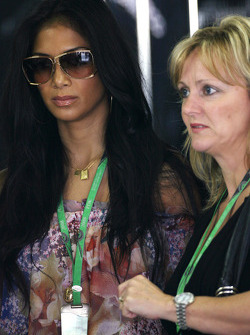 Nicole Scherzinger, Singer in the Pussycat Dolls, girlfriend of Lewis Hamilton, McLaren Mercedes, Linda Hamilton, Step-mother of Lewis Hamilton