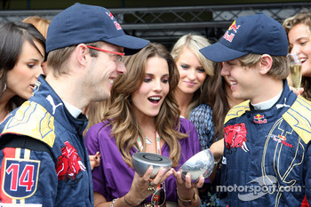 Formula Unas girls contest: the winner with Sébastien Bourdais and Sebastian Vettel
