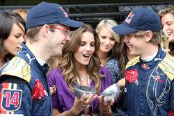 Formula Unas girls contest: the winner with Sébastien Bourdais and Sebastian Vettel