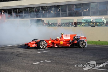 Felipe Massa does a burnout