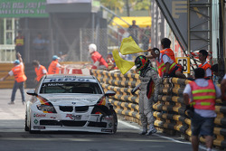 Jorg Muller, BMW Team Germany, BMW 320si stops after a crash