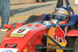 Edoardo Mortara returns to the paddock