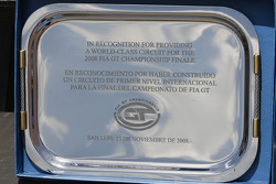 Plate given to Alberto Rodriguez Saa by Stéphane Ratel