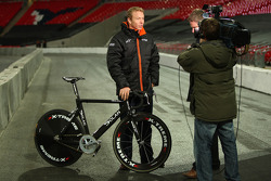 Beijing Olympic Gold Medallist Chris Hoy talks to the media