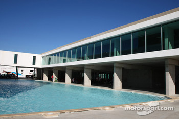 Swimming pool at the circuit