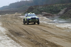 X-raid team: René Kuipers and Filipe Palmeiro test the #330 BMW X3 CC
