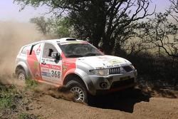 #368 Mitsubishi Pajero: Mana Pornsiricherd and Thierry Lacambre