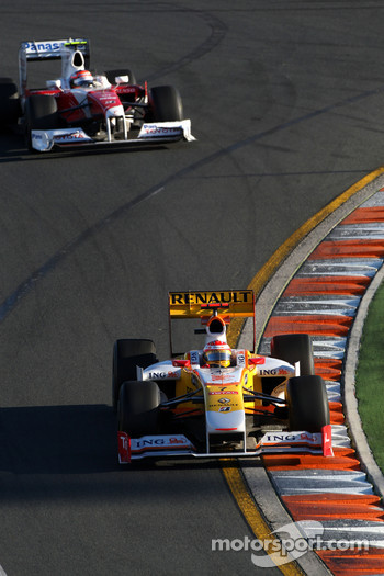 Fernando Alonso, Renault F1 Team, R29 leads Timo Glock, Toyota F1 Team, TF109