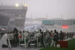Red flag, cars stop on track