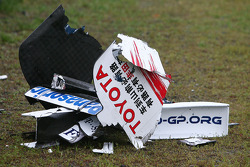 Rear wing of Jarno Trulli, Toyota Racing and front wing of Robert Kubica, BMW Sauber F1 Team after the crash, accident