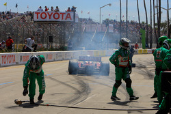 Pit stop for Tony Kanaan, Andretti Green Racing